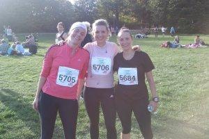Matilda, Emilia Bjuggren och Petra efter milen